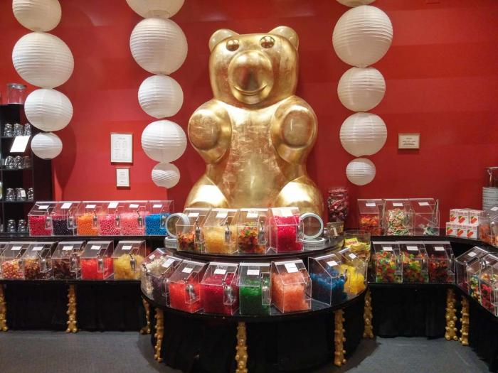 Golden Bear at Lolli and Pops at Fashion Outlets Chicago