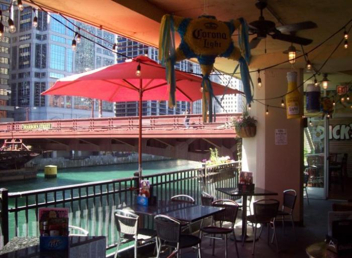 Dick's Last Resort Patio on the Chicago River