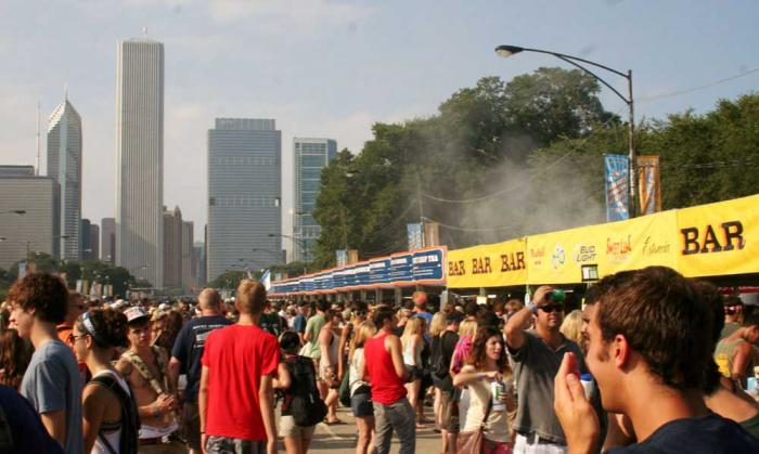 Lollapalooza 2018 - Lolla cashless comes in handy when you're buying food and drinks