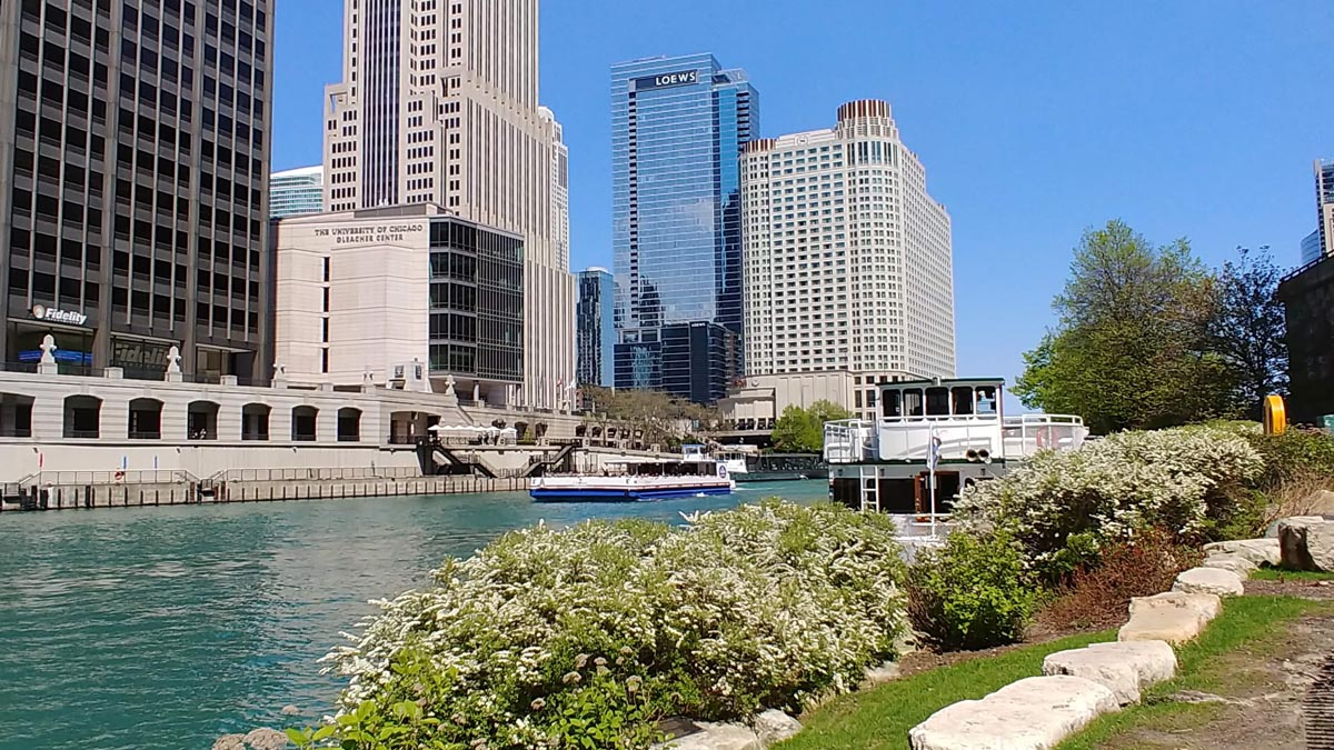 Chicago River facing east from Michigan Avenue and the River Walk
